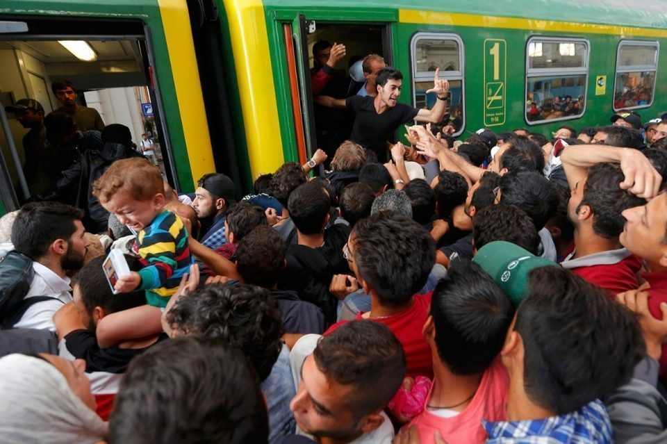 borders image_adapt_960_high_budapest_refugees_station_30a