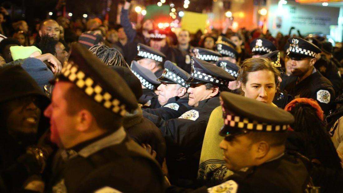 moveon la-na-trump-rally-protests-chicago-photos-2016-009