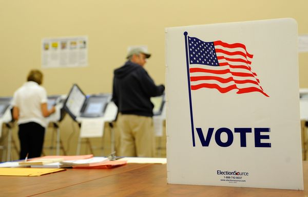 VOTE 101414-early-voting
