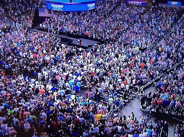 RALLY trump-crowd-dallas-texas