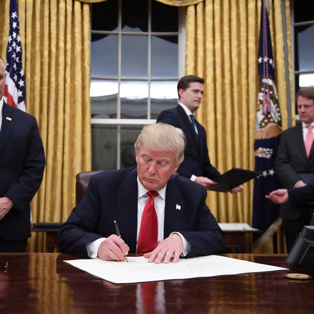 Donald-Trump-Changes-Oval-Office